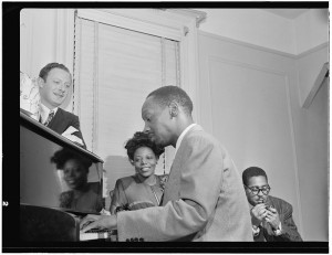 Tadd Dameron (au piano) avec Milt Orent, Mary Lou Williams et Dizzy Gillespie, New York, 1947, pionniers du hard bop.