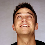 Robbie Williams signe le cul d'une fan