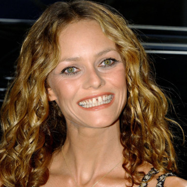 vanessa paradis amoureuse et pas de n importe qui zicabloc. Black Bedroom Furniture Sets. Home Design Ideas