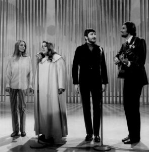 Michelle Phillips, Cass Elliot, Denny Doherty et John Phillips.